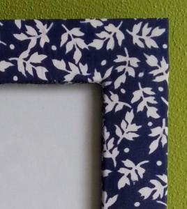 Detail fotolijstje blauw met wit