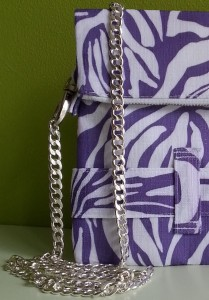 Detail tasje paars met wit